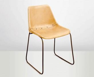 Chaises Godard en cuir naturel - la paire