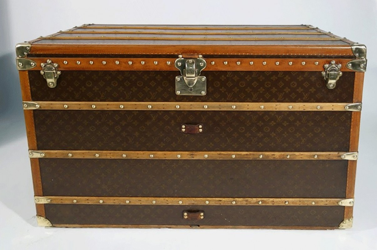 malle ancienne louis vuitton malle courrier ancienne. Black Bedroom Furniture Sets. Home Design Ideas