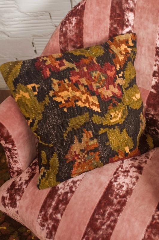 housse de coussin coussin en laine coussin tapis kilims moldave coussin vintage coussin. Black Bedroom Furniture Sets. Home Design Ideas