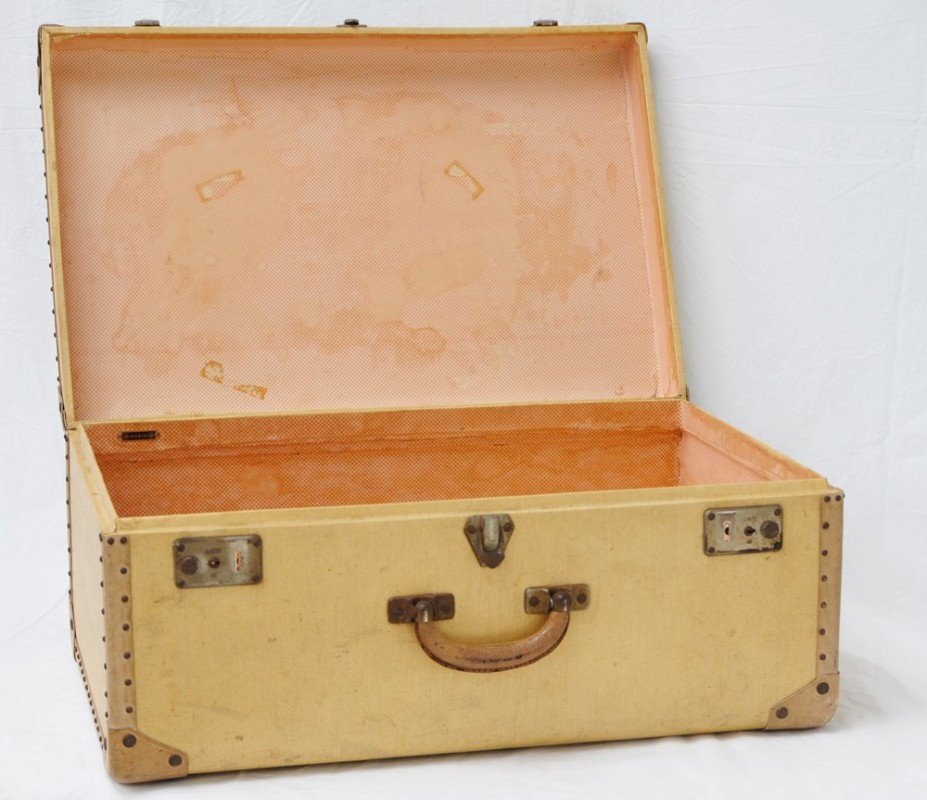 travel suitcase antique ancient and vintage object 1940 39 s period. Black Bedroom Furniture Sets. Home Design Ideas