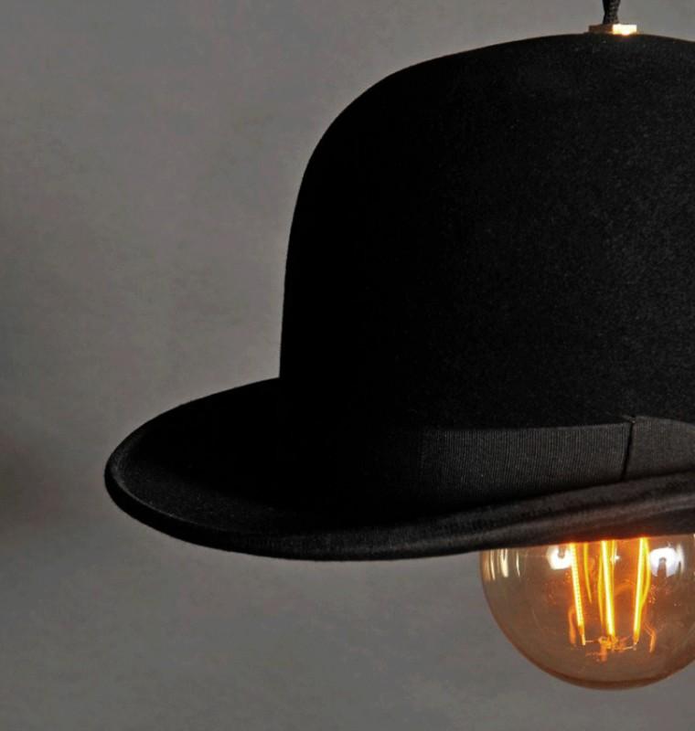 Une suspension insolite et originale qui détourne le chapeau melon ...