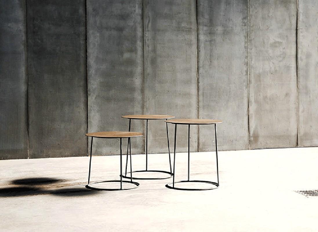 la table basse m tal atole ch ne 45 cm de style moderniste r alis e enti rement en m tal. Black Bedroom Furniture Sets. Home Design Ideas