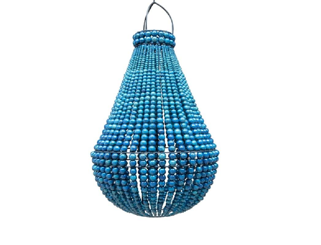 lustre r alis en perle de bois de couleur bleu indigo. Black Bedroom Furniture Sets. Home Design Ideas