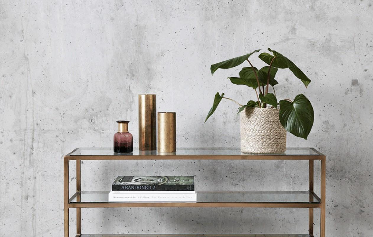 console de rangement en verre l g rement fum et structure en m tal dor au design moderne. Black Bedroom Furniture Sets. Home Design Ideas