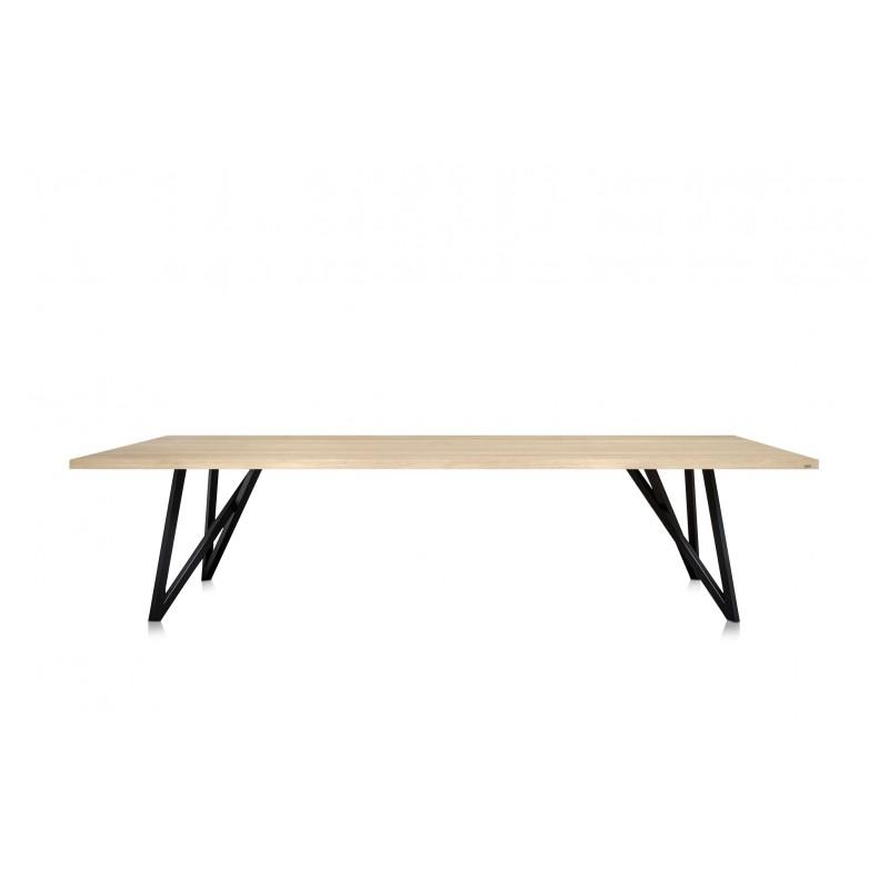superbe table manger moderne en ch ne massif avec ses pi tements en m tal noir. Black Bedroom Furniture Sets. Home Design Ideas
