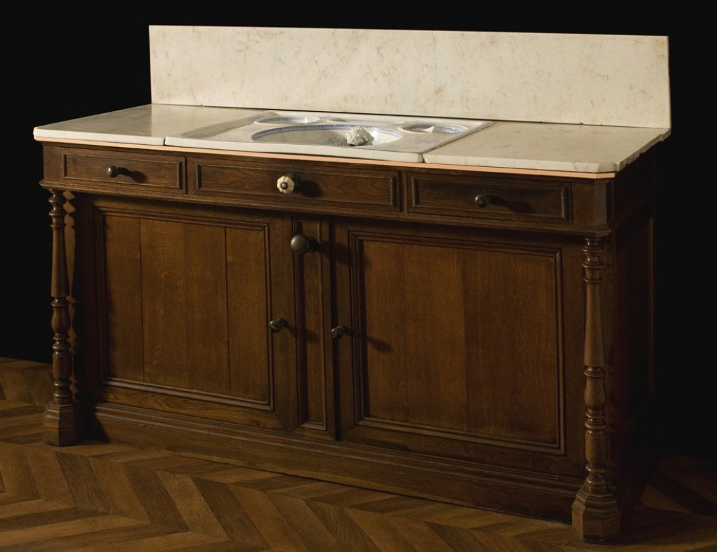 Meuble ancien salle de bains meuble r tro salle de bain for Meuble salle de bain colore