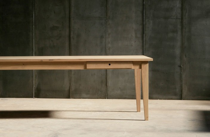La table de salle manger gioia est r alis e en ch ne for Fabrication d une table de salle a manger