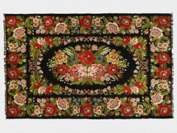 Moldovan Rug With Lily Flowers
