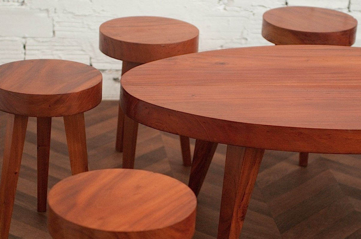 70 S Coffee Table And Stools