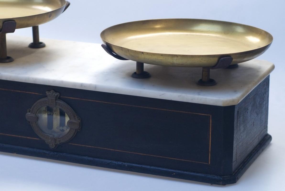 ancienne balance d 39 picerie ancienne balance de pes e fin xixeme napol on iii. Black Bedroom Furniture Sets. Home Design Ideas