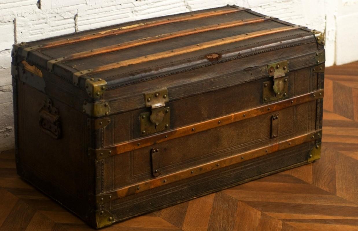 Coffre malle valise voyage diligence ancienne r tro vintage cuir bois - Vieille malle en bois ...