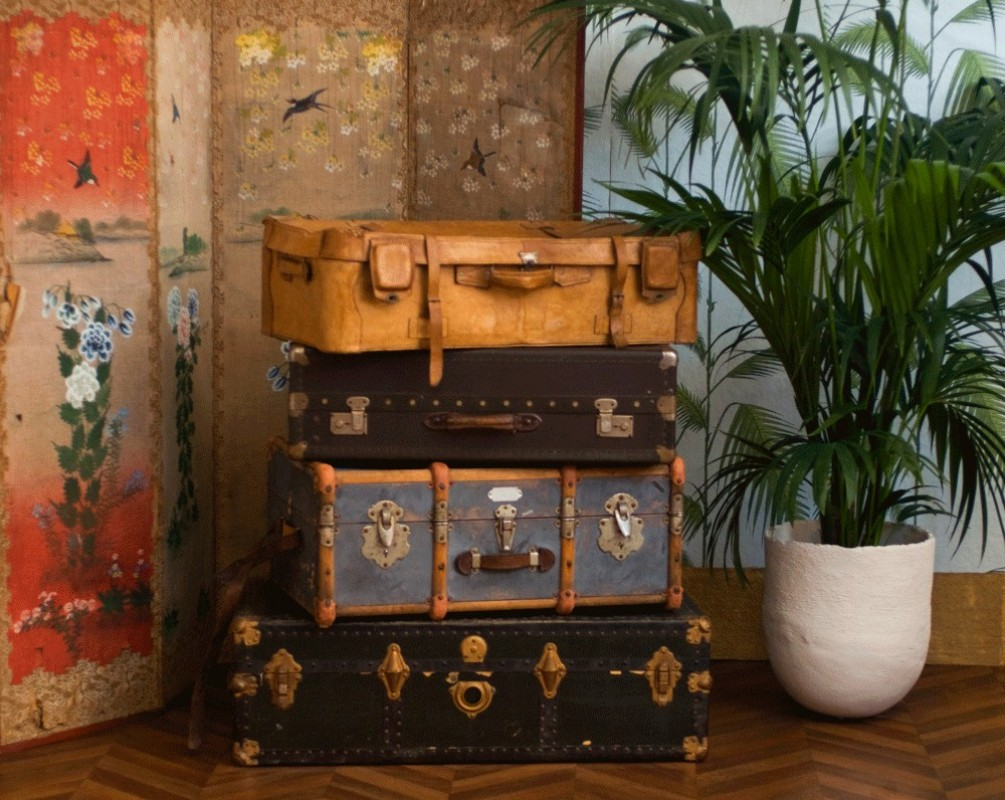 vintage travel suitcase old suitcase in leather retro. Black Bedroom Furniture Sets. Home Design Ideas