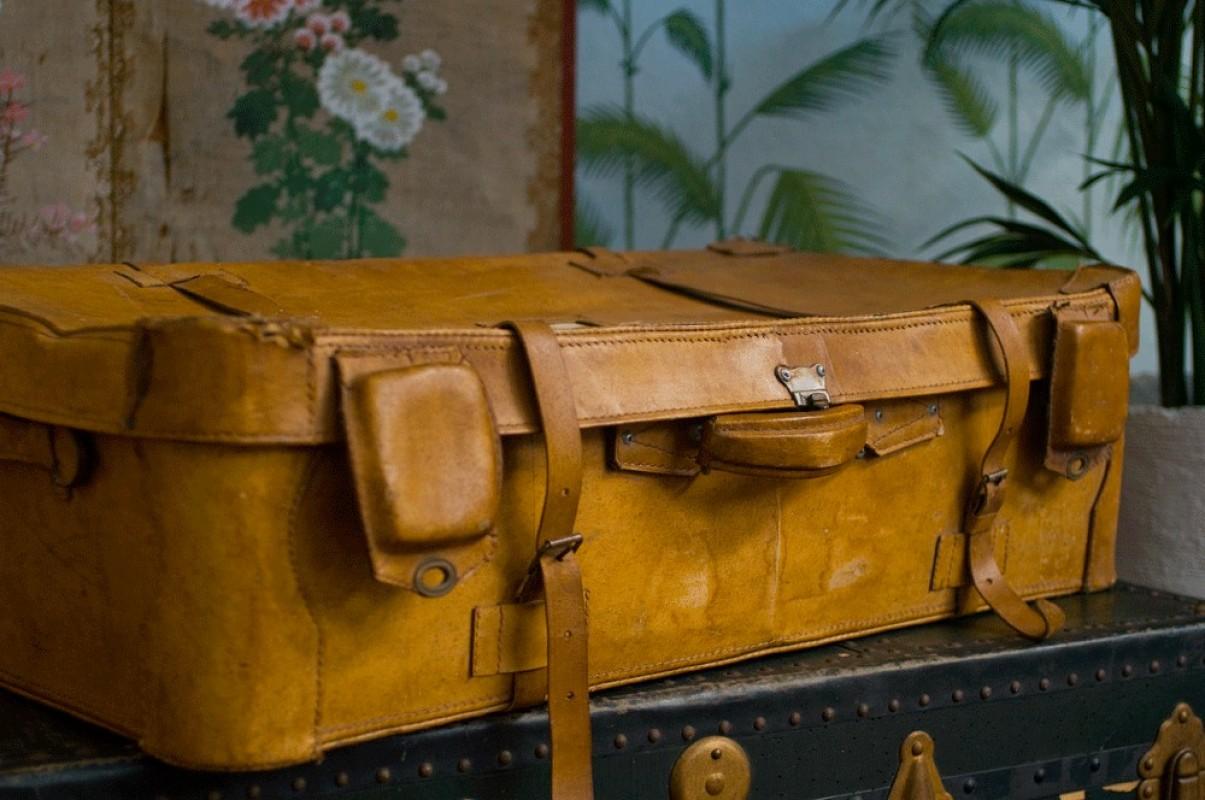 valise vintage cuir ann es 30 1940 malle ancienne valise ancienne en cuir valise de voyage. Black Bedroom Furniture Sets. Home Design Ideas