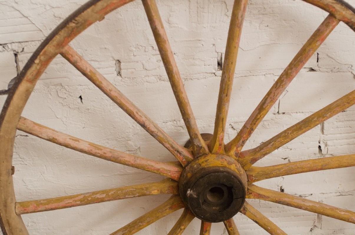 Roues roulottes roulotte boh mienne carriole charette anciennes vintage insolites objets - Roue de charette decoration ...