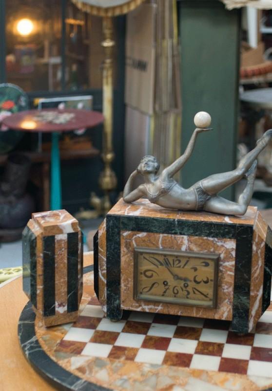 parure garniture horloge chemin e pendule ancienne r tro art d co 1900 marbre statue. Black Bedroom Furniture Sets. Home Design Ideas
