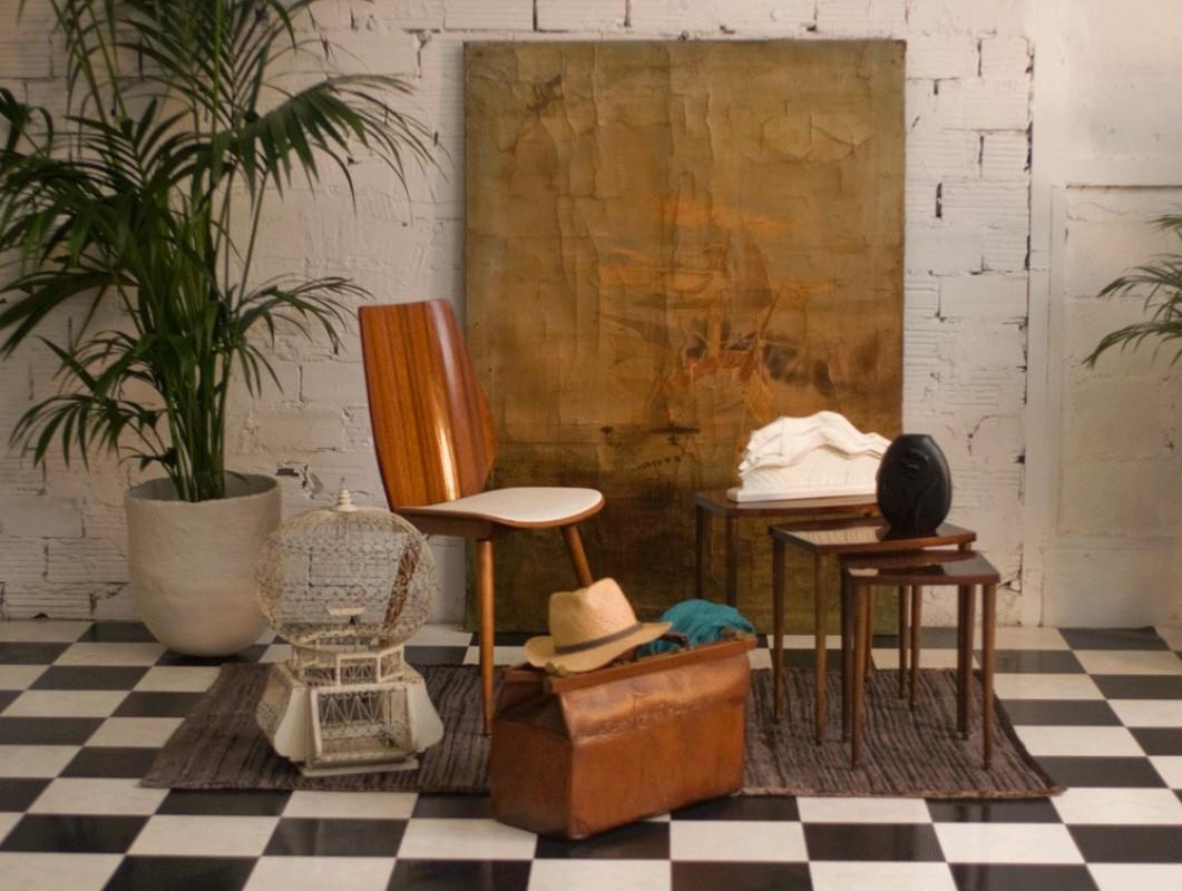 chaise vintage r tro art d co ann es 50 1950 bois acajou moleskine blanche. Black Bedroom Furniture Sets. Home Design Ideas