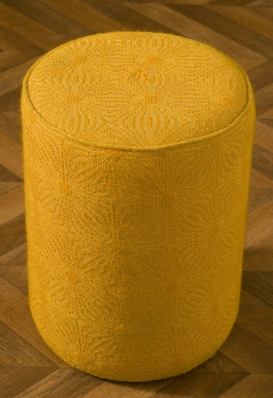 pouf en laine jaune tabouret meuble vintage accessoire de d coration meuble ancien et. Black Bedroom Furniture Sets. Home Design Ideas