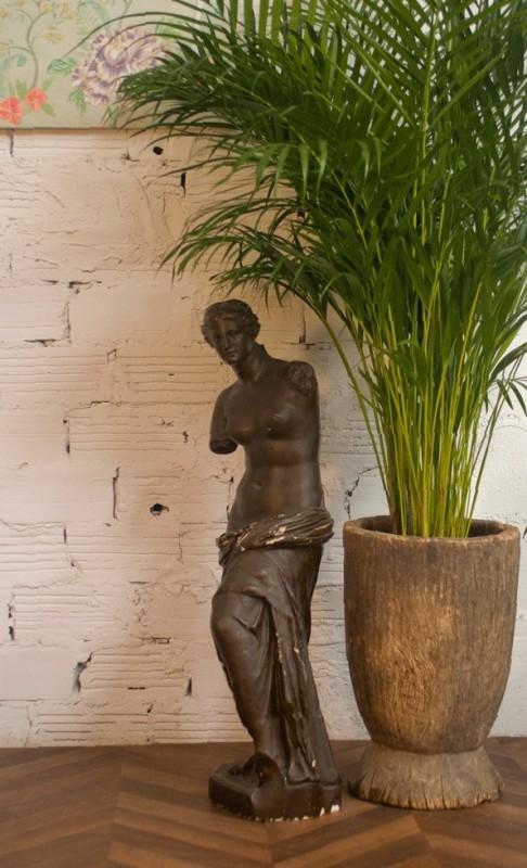 Pl tre f minin venus noire statue platre statue d co for Objet platre deco