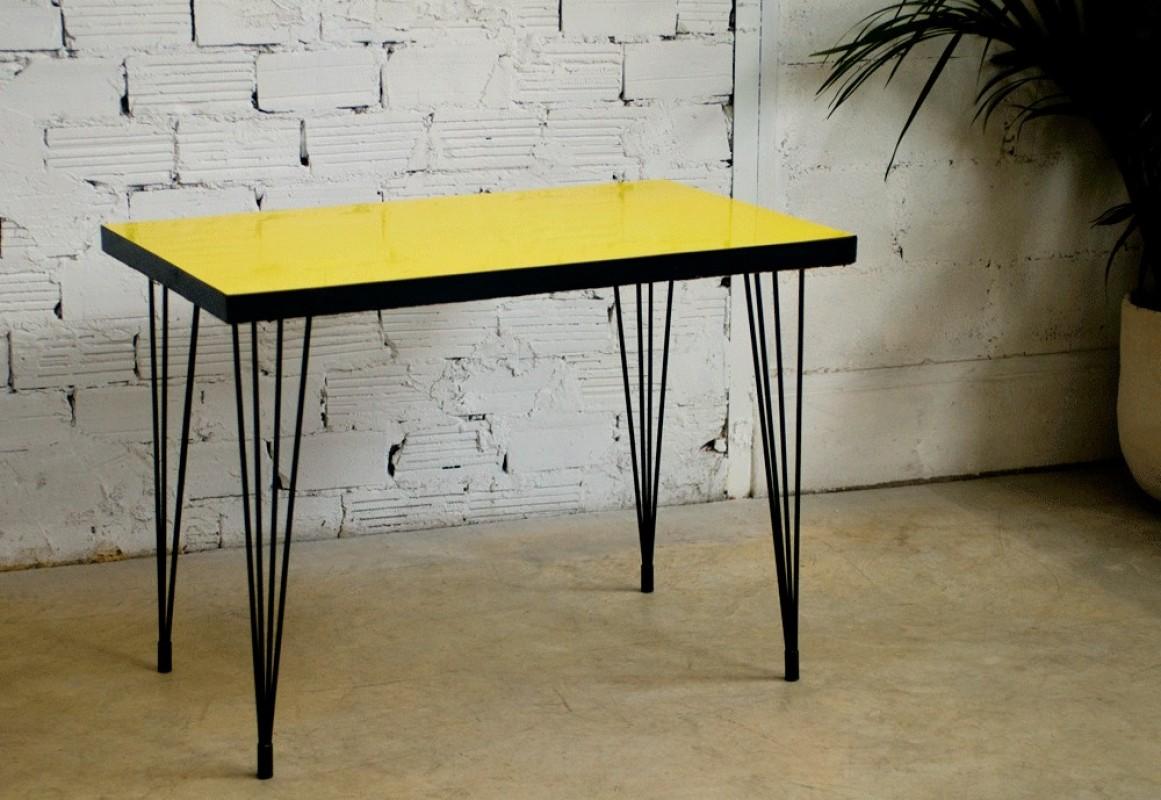 table bistrot vintage r tro ann es 50 1950 meuble ann es 50 formica jaune mobilier. Black Bedroom Furniture Sets. Home Design Ideas
