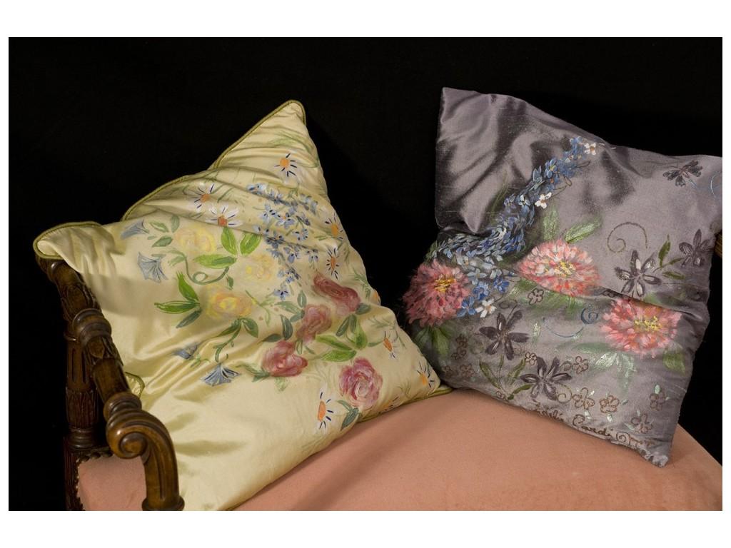 coussin jaune peint la main objet de decoration unique et exclusif. Black Bedroom Furniture Sets. Home Design Ideas