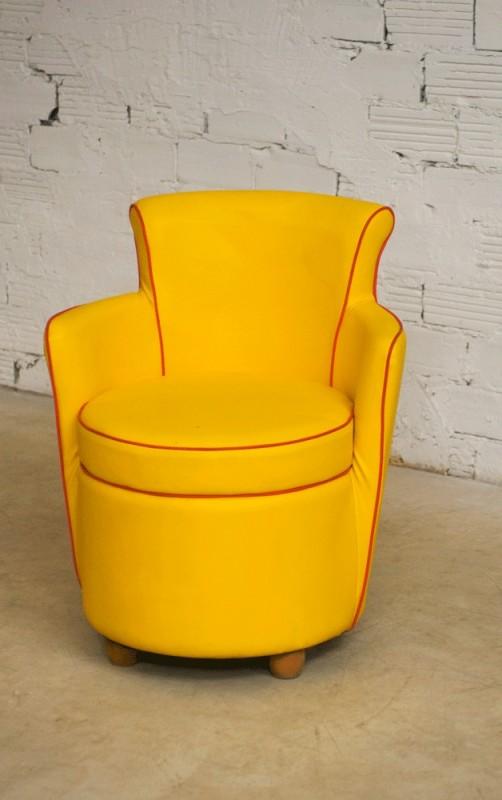 fauteuil vintage fauteuil salon vintage ska moleskine simili cuir jaune rouge ann es 50. Black Bedroom Furniture Sets. Home Design Ideas