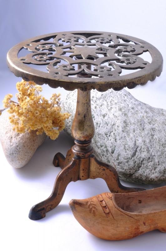porte pichet pour chemin e en laiton objet de decoration unique ancien et vintage. Black Bedroom Furniture Sets. Home Design Ideas