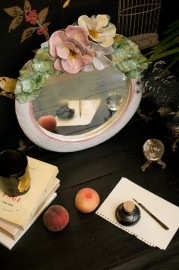Miroir fleuri en céramique