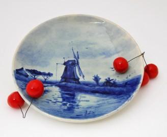 Delftware decorative plate