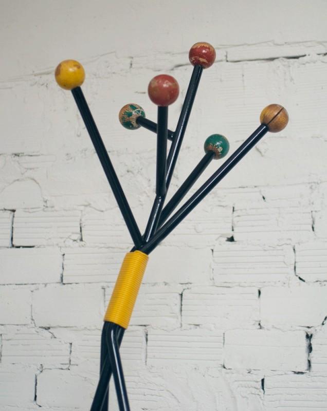 Porte manteaux vintage ann es 50 1950 meuble ann es 50 m tal noir boules en bois jaune - Porte manteau boule ...