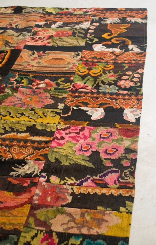 beautiful kilim carpet patchwork modova patterns of red roses rug woven by hand. Black Bedroom Furniture Sets. Home Design Ideas