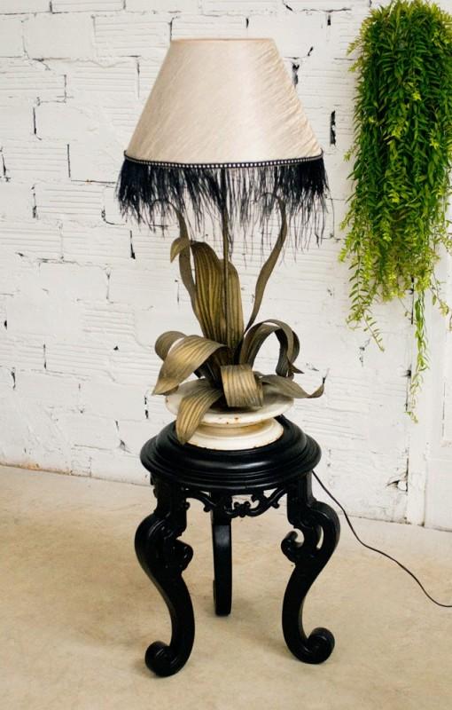 pied de lampe ancien feuillage ann es 1900 original m tal repouss. Black Bedroom Furniture Sets. Home Design Ideas