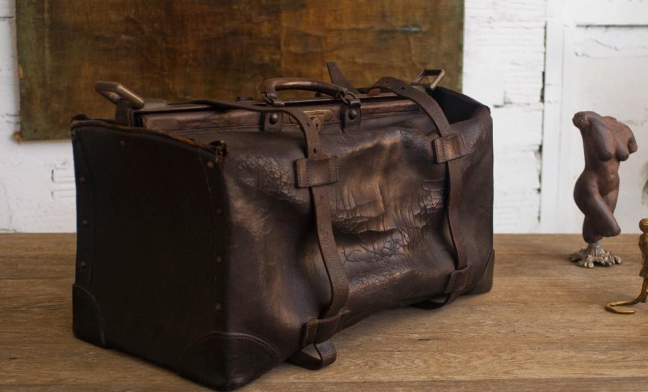 ancienne valise vuitton ancien sac de voyage vuitton valise cuir vuitton ancienne valise en cuir. Black Bedroom Furniture Sets. Home Design Ideas