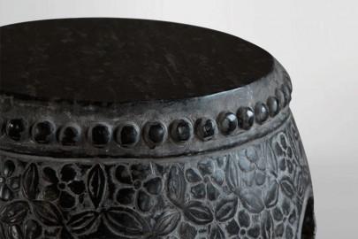 Tabouret en pierre noire