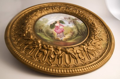 Wall plate in fine china