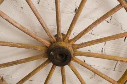 Anciennes roues de carriole, une paire