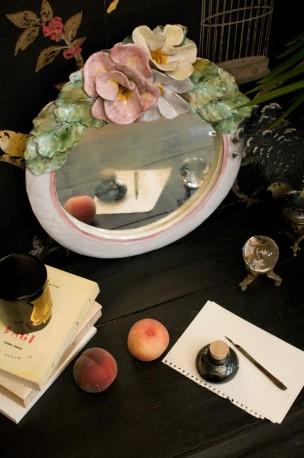 Miroir en céramique fleuri
