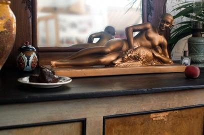 "Statue ""Nu féminin à l'épagneul"""